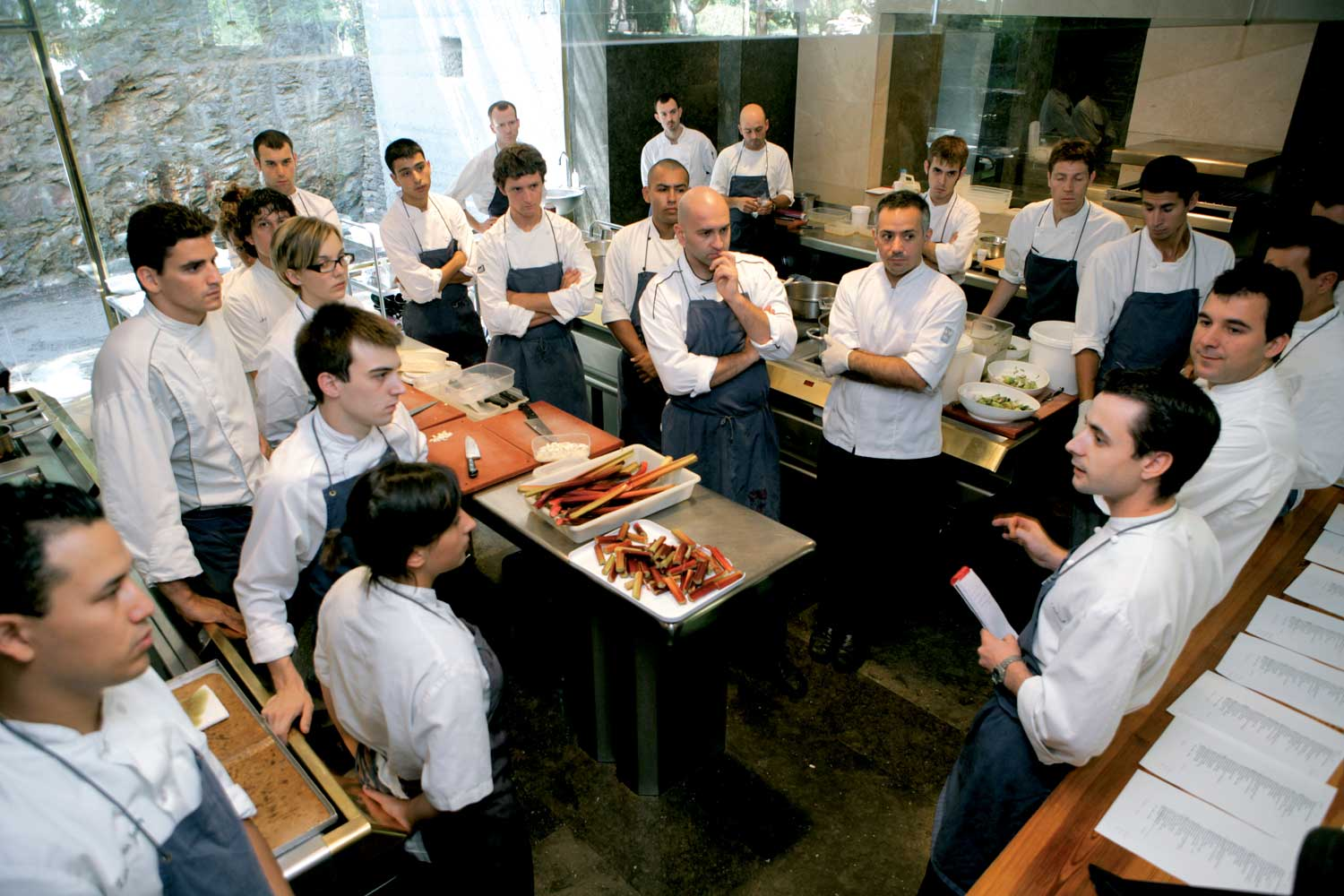 http://lightamber.files.wordpress.com/2009/10/el-bulli-sous-chefs.jpg